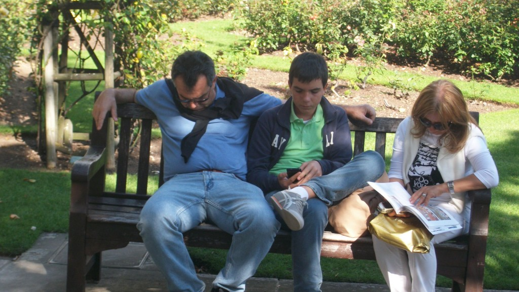 Dans les jardins de la cathédrale Saint Paul, pause sieste pour la famille Bidochon