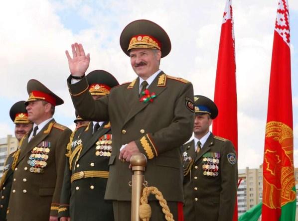 """Une blague parmi d'autres des biélorusses. """"Quand Loukachenko a appris à jouer au hockey sur glace, il a fait bâtir un stade de hockey à Minsk. Quand il s'est mis au football, la capitale s'est dotée de terrains ultra-modernes. Actuellement, on construit la bibliothèque nationale..."""""""